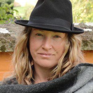 Carolyna Lovely